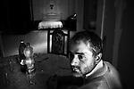 Napoli, Scampia. Antonio nel suo negozio-casa che ha occupato e nel quale vive con la moglie e tre figli.