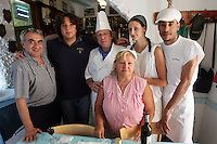 Massimo Del Canale, al centro, con cappello e grembiule bianco, chef della trattoria La Lanterna, posa col personale, a a Riomaggiore, uno dei borghi delle Cinque Terre.<br /> Massimo Del Canale, center, with white hat and smock, chef of the restaurant La Lanterna in Riomaggiore, at the Cinque Terre, poses with the staff of the restaurant.<br /> UPDATE IMAGES PRESS/Riccardo De Luca