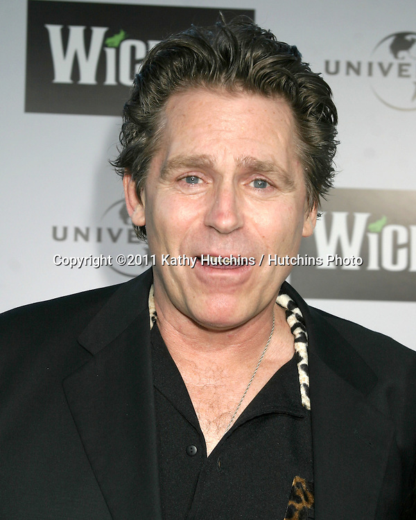 """LOS ANGELES - JUN 22:  Jeff Conaway arriving at the """"Wicked"""" Play Opening at Pantages Theater on June 22, 2005 in Los Angeles, CA"""