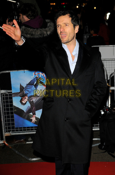 """DAVID HEYMAN.World Premiere of """"Yes Man"""" at the Vue Cinema, Leicester Square, London, England. .December 9th 2008 .half length 3/4 black coat jacket arm outstretched mouth open stubble facial hair .CAP/CAN.©Can Nguyen/Capital Pictures."""