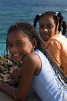 Mädchen am Strand von Boca de Yuma bei Bayahibe, Dominikanische Republik