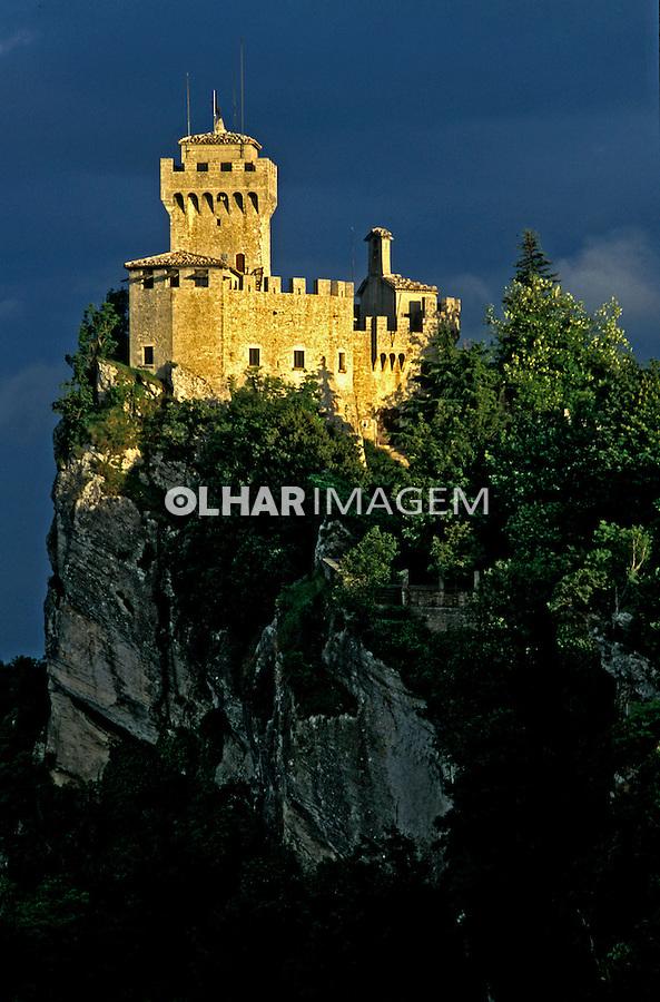 Castelo na montanha. San Marino. 2002. Foto de Vinicius Romanini.