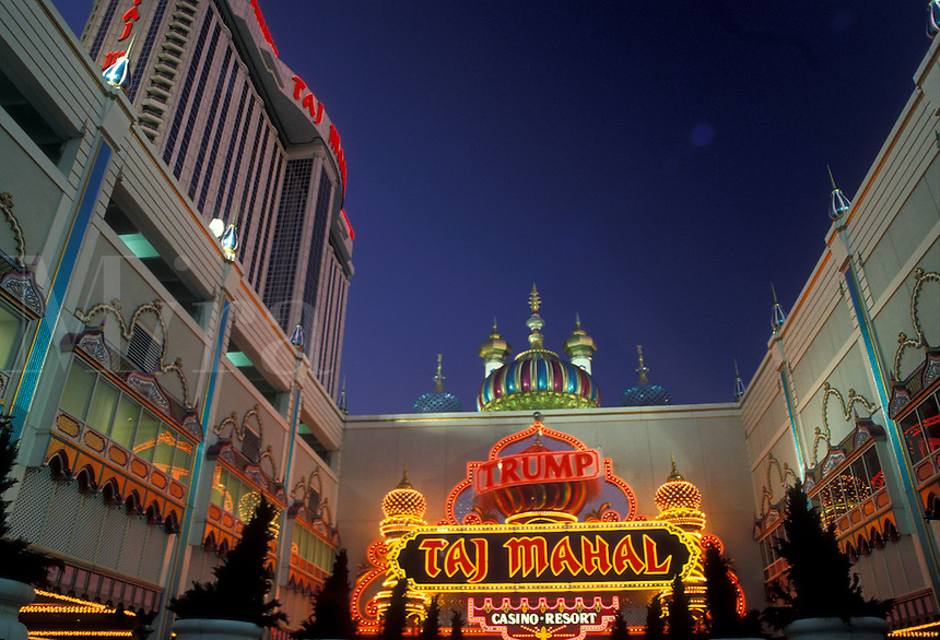 AJ2554, Atlantic City, casino, New Jersey, The entrance to Trump Taj Mahal Casino and Resort illuminated in the evening in Atlantic City in the state of New Jersey.