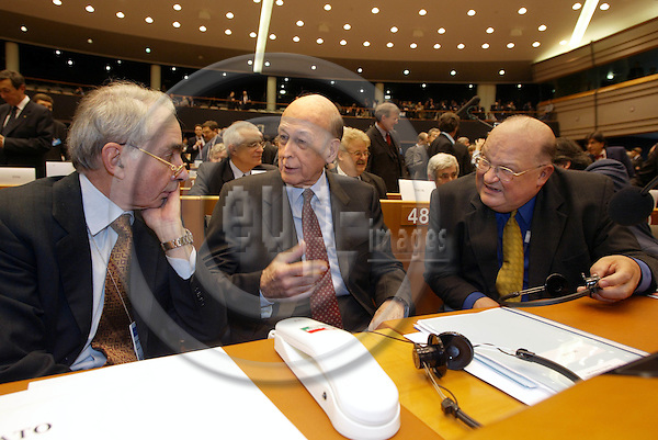 BRUSSELS, BELGIUM / 28 February 2002--The opening of the Convention on the future of the European Union in the EU-Parliament..The President of the Connvention Valéry Giscard D'Estaing (C) with Jean Luc Dehaene and Guliano Amato (L) the Vice-Presidents of the Convention..PHOTO: JUHA ROININEN
