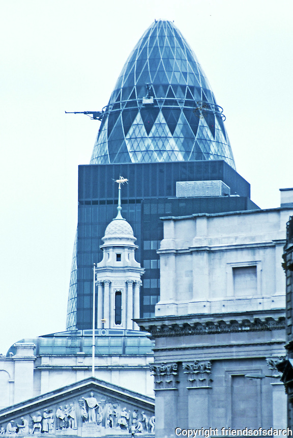 Sir Norman Foster: St. Mary Axe, viewed from west beyond Royal Exchange and Mansion House. Photo '05.