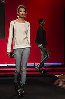 SÃO PAULO-SP-03.03.2015 - INVERNO 2015/MEGA FASHION WEEK -Grife Claudia Rabelo/<br /> O Shopping Mega Polo Moda inicia a 18° edição do Mega Fashion Week, (02,03 e 04 de Março) com as principais tendências do outono/inverno 2015.Com 1400 looks das 300 marcas presentes no shopping de atacado.Bráz-Região central da cidade de São Paulo na manhã dessa segunda-feira,02.(Foto:Kevin David/Brazil Photo Press)