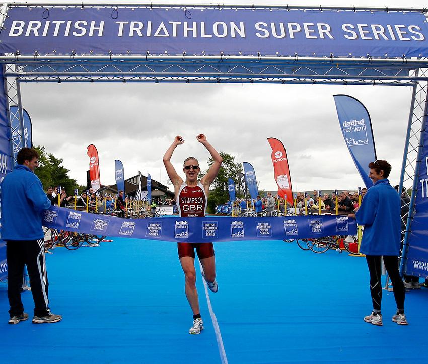 Photo: Richard Lane/Richard Lane Photography. British Triathlon Super Series, Parc Bryn Bach. 18/07/2009. .Jodie Stimpson comes in to win the Women's Elite Race.