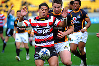 Counties-Manukau halfback August Pulu lets the ball bounce out as Dane Coles closes in. ITM Cup - Wellington Lions v Counties-Manukau Steelers at Westpac Stadium, Wellington, New Zealand on Sunday, 8 August 2010. Photo: Dave Lintott/lintottphoto.co.nz.