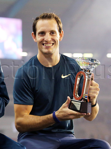 05.09.2014. Brussels, Belgium. 2014 IAAF Diamond League Meeting 05 09 2014 King Baudouin Stadium Brussels Belgium Renaud Lavillenie France with Trophy for winning the mens pole vault