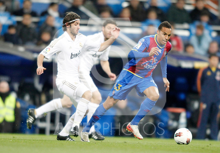 Real Madrid's Esteban Granero against Levante's Valmiro Lopez Valdo during La Liga match. February 12, 2012. (ALTERPHOTOS/Alvaro Hernandez)