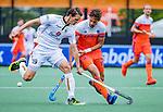 Den Bosch  - Bjorn Kellerman (Ned) met Felix Denayer (Belgie)   tijdens   de Pro League hockeywedstrijd heren, Nederland-Belgie (4-3).    COPYRIGHT KOEN SUYK