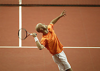 12-2-06, Netherlands, tennis, Amsterdam, Daviscup.Netherlands Russia, Melle van Gemerden in action against Dmitry Tursunov