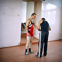 A young man representing the army participates to a three days competition of weight lifting in Stepanakert. The weight lifting federation has been created two years ago by Koren Khahramanian, three times champion of Armenia. 50 people are participating to this competition. The winner will become the champion of NAgorno Karabakh.