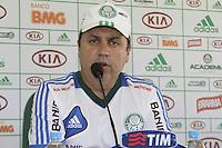 ATENCAO EDITOR: FOTO EMBARGADA PARA VEICULOS INTERNACIONAIS - SAO PAULO, SP, 23 DE NOVEMBRO 2012 - COLETIVA GILSON KLEINA - O tecnico do Palmeiras, Gilson kleina, em coleitva de imprensa na Academia de Futebol, na Barra Funda, na tarde dessa sexta-feira, 23.   - FOTO LOLA OLIVEIRA - BRAZIL PHOTO PRESS