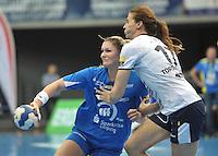 Handball Frauen Champions League 2013/14 - Handballclub Leipzig (HCL) gegen RK Krim Ljubljana am 13.10.2013 in Leipzig (Sachsen). <br /> IM BILD: Natalie Augsburg (HCL) gegen Linnea Torstensson (Krim) <br /> Foto: Christian Nitsche / aif