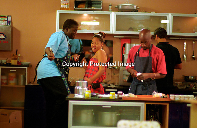 dipebig00007 Personalities. Big Brother Preparing dinner in the house. Bayo Okoh of Nigeria, Abby Plaatjes of South Africa, GaetanoKagwa of Uganda, background Stefan Ludik of Namibia on July 20, 2003at the  Big Brother Africa set..©Per-Anders Pettersson/iAfrika Photos