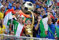 FUSSBALL WM 2014  VORRUNDE    Gruppe D     England - Italien                         14.06.2014 Italienische Fans machen Stimmung