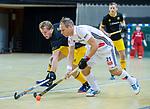 Almere - Zaalhockey  Amsterdam-Den Bosch (m) . Teun Rohof (Adam)  met Imre Vos (Den Bosch)     TopsportCentrum Almere.    COPYRIGHT KOEN SUYK