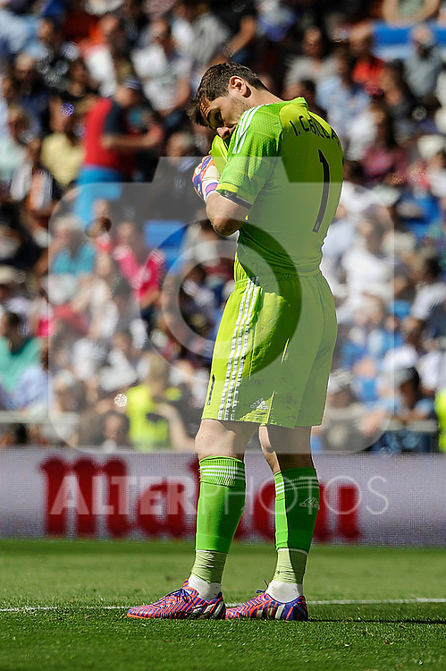 Real Madrid´s goalkeeper Iker Casillas during 2014-15 La Liga match between Real Madrid and Granada at Santiago Bernabeu stadium in Madrid, Spain. April 05, 2015. (ALTERPHOTOS/Luis Fernandez)