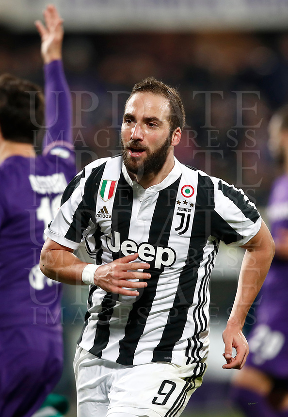 Calcio, Serie A: Fiorentina - Juventus, stadio Artemio Franchi Firenze 9 febbraio 2018.<br /> Juventus' Gonzalo Higuain celebrates after scoring during the Italian Serie A football match between Fiorentina and Juventus at Florence's Artemio Franchi stadium, February 9, 2018.<br /> UPDATE IMAGES PRESS/Isabella Bonotto