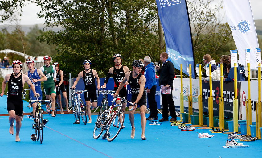 Photo: Richard Lane/Richard Lane Photography. GE Parc Bryn Bach Triathlon. 19/09/2010. Competitors in transition from cycling to running during the Elite Mens' race.