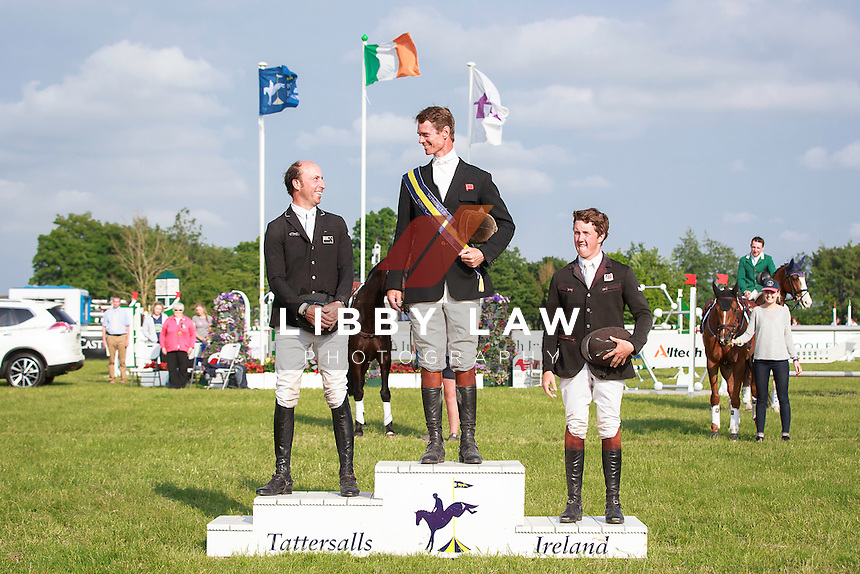 GBR-William Fox-Pitt (LITTLE FIRE) FINAL-1ST: COOLEY FARM CCIYH1* PRIZEGIVING: 2016 IRL-Tattersalls International Horse Trial (Saturday 4 June) CREDIT: Libby Law COPYRIGHT: LIBBY LAW PHOTOGRAPHY