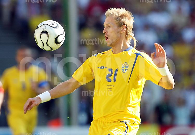 Fussball   WM 2006   Nationalmannschaft Schweden Christian WILHELMSSON (Schweden), Einzelaktion am Ball