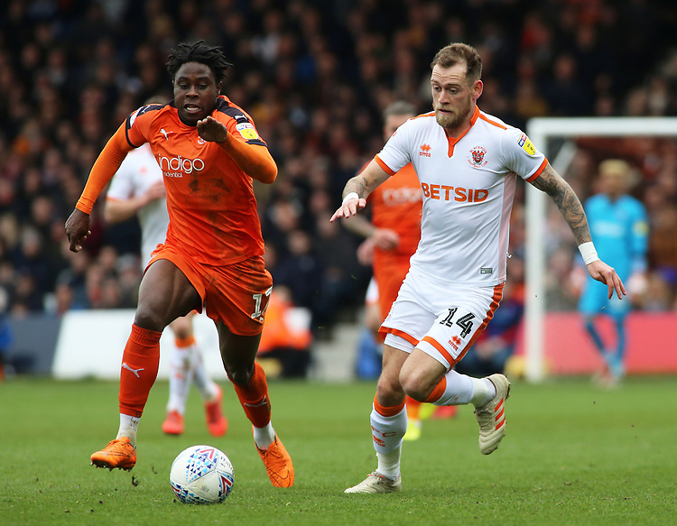 Blackpool's Harry Pritchard gets away from Luton Town's Pelly Ruddock<br /> <br /> Photographer David Shipman/CameraSport<br /> <br /> The EFL Sky Bet League One - Luton Town v Blackpool - Saturday 6th April 2019 - Kenilworth Road - Luton<br /> <br /> World Copyright © 2019 CameraSport. All rights reserved. 43 Linden Ave. Countesthorpe. Leicester. England. LE8 5PG - Tel: +44 (0) 116 277 4147 - admin@camerasport.com - www.camerasport.com