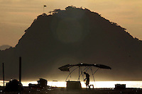 Rio de Janeiro,5 de agosto de 2012- In&iacute;cio da  manh&atilde; desta domingo(5) , na  praia de Copacabana, zonha  sul do RJ.<br /> Guto Maia / Brazil Photo Press