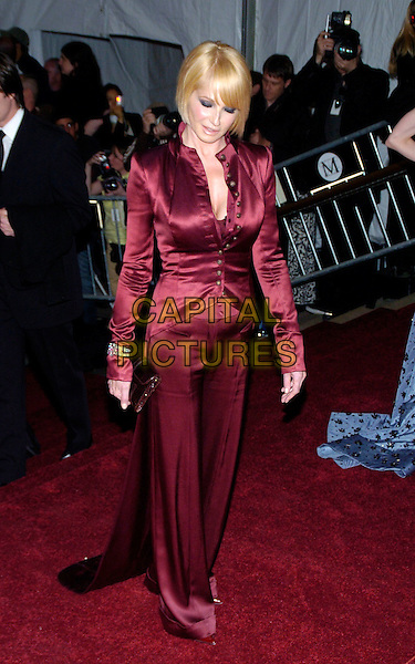"ELLEN BARKIN.2007 Metropolitan Museum of Art Costume Institute Gala celebrating ""Poiret: King of Fashion"" exibition at the Metropolitan Museum of Art, New York City, New York, USA..May 7th, 2007.full length red burgundy maroon trousers jacket satin button looking down clutch purse .CAP/ADM/BL.©Bill Lyons/AdMedia/Capital Pictures *** Local Caption ***"