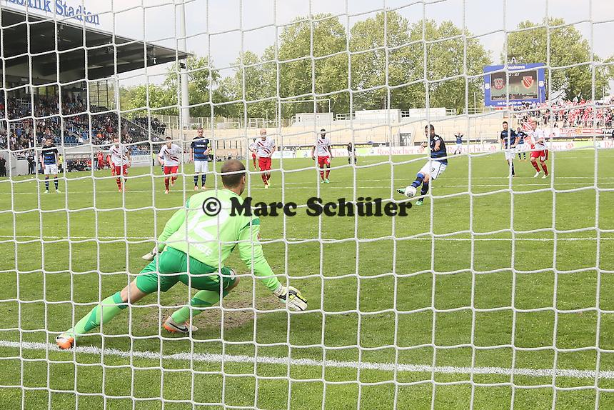 Andrew Wooten (FSV) trifft per Elfmeter zum 2:0 gegen Rene Renno (Cottbus) - FSV Frankfurt vs. FC Energie Cottbus, Frankfurter Volksbank Stadion
