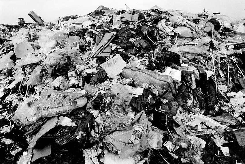 Switzerland. Geneva. A truck on a garbage heap. Rubbish dump. Open air waste disposal. © 1991 Didier Ruef