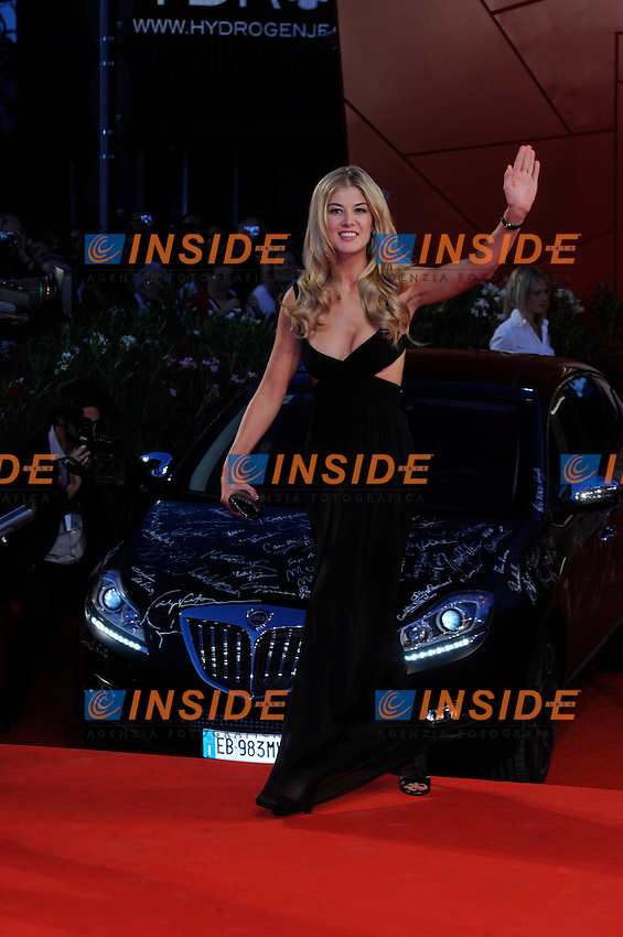 """- """"67 Mostra Internazionale D'Arte Cinematografica"""". Friday, 2010 September 10, Venice ITALY..- In The Picture: The actress Rosamund Pike on the red carpet for the premiere of the film  """"BARNEY'S VERSION""""...Photo STEFANO MICOZZI / Insidefoto"""