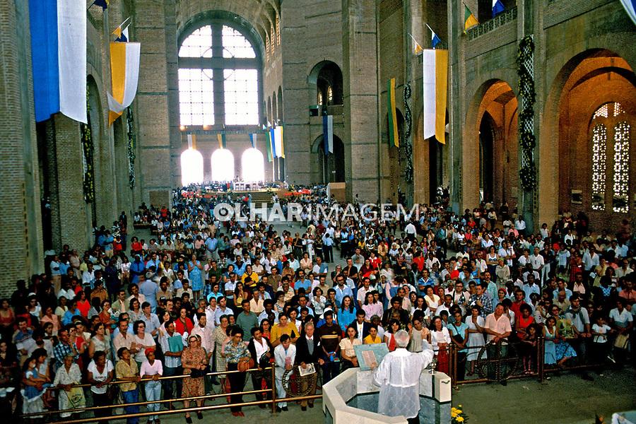 Missa em Aparecida do Norte, São Paulo. 1985. Foto: Juca Martins.