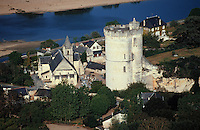Europe/France/Pays de la Loire/49/Maine-et-Loire/Chênehutte-Trèves-Cunault: L'église, la tour et la Loire
