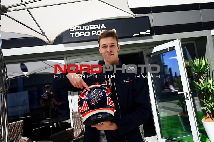 27.04.2017, Sochi Autodrom, Sochi, FORMULA 1 VTB RUSSIAN GRAND PRIX,  28.04. - 30.04.2017<br /> Daniil Kvyat (RUS#26), Scuderia Toro Rosso mit neuem Helmdesign Torpedo, mit Anlehnung an seinen Abschuss von Sebastian Vettel (GER#5), Scuderia Ferrari im letzten Jahr<br /> <br /> <br /> <br /> Foto &copy; nordphoto / Bratic