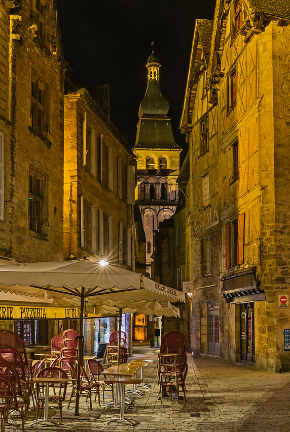 Sarlat-la-Canéda at night, just after closing time.