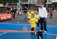 11-sept.-2013,Netherlands, Groningen,  Martini Plaza, Tennis, DavisCup Netherlands-Austria, Draw,   Street tennis on the market squire witJan Siemerink(NED)<br /> Photo: Henk Koster