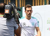 Leon Goretzka (Deutschland Germany) kommt zur Pressekonferenz - 26.05.2018: Pressekonferenz der Deutschen Nationalmannschaft zur WM-Vorbereitung in der Sportzone Rungg in Eppan/Südtirol