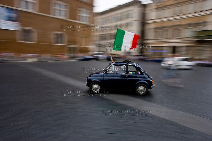 Roma, Luglio, 2006. Festeggiamenti per la vittoria dell'Italia ai campionati del mondo di calcio.<br /> A supporter celebrating the Italy's victory at the World Cup