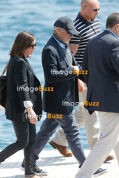 CPE/May 14, 2013-Cannes (FR)-Steven Spielberg, his wife Kate Capsshaw and childrens leaving Eden Roc Hotel by boat.