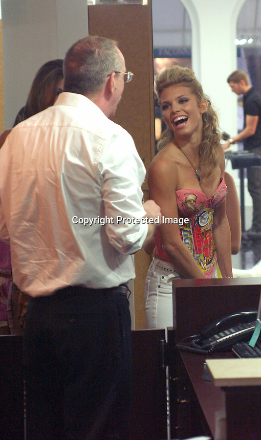 .7-30-09..AnnaLynne McCord  eating chips & talking on her cell phone while she was getting her hair done at the Gavert/Atelier salon in Beverly Hills. AnnaLynne posed for photographers wearing white jeans and a very colorful Ed Hardy top....AbilityFilms@yahoo.com.805-427-3519.www.AbilityFilms.com