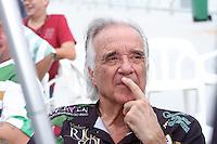 SAO PAULO, SP, 12 FEVEREIRO 2013 - CARNAVAL SP - APURAÇÃO DE VOTOS DAS ESCOLAS  DE SAMBA DE SÃO PAULO  -  Maestro Joao Carlos Martins acompanha a apuracao da escola de Samaba Vai Vai no Sambódromo do Anhembi na região norte da capital paulista, nesta quarta-feira, 12. (FOTO:  LOLA OLIVEIRA / BRAZIL PHOTO PRESS).
