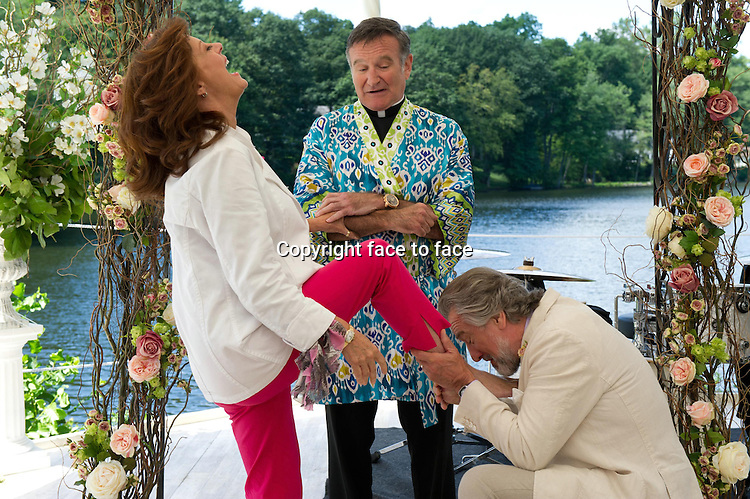 Don (Robert De Niro), Bebe (Susan Sarandon) and Monaghan (Robin Williams) in The Wedding (German title: The Big Wedding)...- Editorial Use Only -..Supplied by face to face