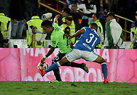 BOGOTA - COLOMBIA - 18 – 11 - 2017: Omar Bertel (Der.) jugador de Millonarios disputa el balón con Alex Castro (Izq.) jugador de Deportivo Cali, durante partido de la fecha 20 entre Millonarios y Deportivo Cali, por la Liga Aguila II-2017, jugado en el estadio Nemesio Camacho El Campin de la ciudad de Bogota. / Omar Bertel (R) player of Millonarios vies for the ball with Alex Castro (L) player of Deportivo Cali, during a match of the date 20th between Millonarios and Deportivo Cali, for the Liga Aguila II-2017 played at the Nemesio Camacho El Campin Stadium in Bogota city, Photo: VizzorImage / Luis Ramirez / Staff.
