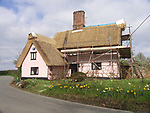 A4TR86 Cottage being thatched Suffolk England