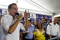 SÃO PAULO, SP, 18.03.2018: ALCKMIN-DORIA - O prefeito de São Paulo, João Doria (PSDB), e o governador do Estado, Geraldo Alckmin (PSDB), durante a inauguração de um conjunto habitacional no bairro do Jaraguá, na zona norte da cidade, neste domingo. As prévias que definirão o candidato do PSDB ao governo paulista ocorrem neste domingo, 18. (Foto: Fábio Vieira/FotoRua)