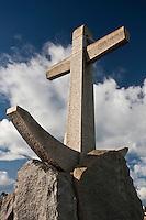 Europe/France/Aquitaine/33/Gironde/Bassin d'Arcachon/Arcachon: Croix des Marins au Port d'Arcachon - Ancre marine en granit à la mémoire des Péris en mer