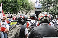 SAO PAULO,SP, 01 DE FEVEREIRO 2013 CIDADES - PROTEATO - Concentração de motofrentistas em frente ao SindimotoSP na rua Eurico Rangel, no Brooklin, em São Paulo (SP), para realização de protesto na manhã desta sexta-feira (01). As novas regras de segurança para motofrentistas começam a valer neste sábado (2), mas apenas 21 mil dos 500 mil profissionais do estado de São Paulo fizeram o curso obrigatório. Segundo o sindicato, a baixa adesão se deve aos gastos com o curso e com os itens de segurança. FOTO ADRIANO LIMA / BRAZIL PHOTO PRESS).