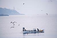 Europe/France/06/Alpes-Maritimes/Nice: Pointu d'un pêcheur à l' aube  devant la Promenade des  Anglais